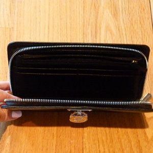 Michael Kors Bags - Michael Kors Hamilton black wallet